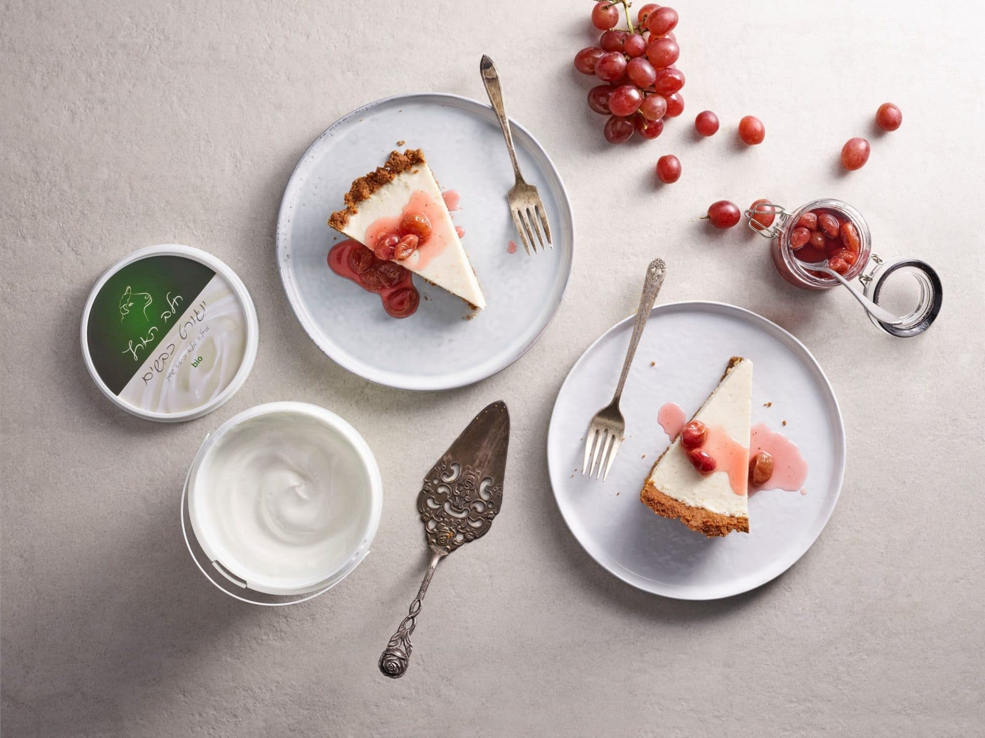 עוגת גבינה ענבים ויוגורט כבשים